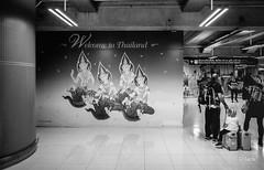 en passant par KL (Jack_from_Paris) Tags: r0003252bw ricoh gr apsc 28mm capture nx2 lr monochrom noiretblanc bw wide angle bangkok stop over airport aéroport transport thailande voyage travel affiche publicité bienvenue terminal