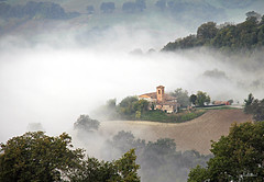 (claudiophoto) Tags: foggyday mistymorning fall landscape italianhills collinemarchigiane paesaggidellemarche nebbia destinazionemarche