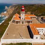 Luftaufnahme eines Leuchtturmes an der Cabo da Roca Küste thumbnail