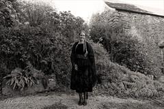 Bretonne au jardin (XXI ème s) (QUILLIDIEC) Tags: bretagne brittany breizh kommana commana pors braz quillidiec finistere argoat
