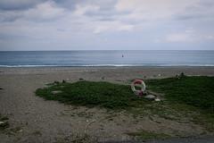 plage; bouée! (8pl) Tags: plage hualien taïwan bouée mer océan eau verdure galets sable vague ciel jour extérieur paysage marin maritime vert bleu blanc