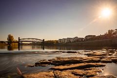 Hubbrücke MD bei tief stehender Sonne (Viewfreeze) Tags: schleinufer rotehornpark trockenheit hubbrücke stadtpark magdeburg orte elbe viewfreeze