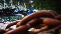 Chained (ManuMatas) Tags: hondarribi fuenterrabia puerto basquecountry manumatas manuelmatas 7dmark2 7dmarkii gipuzkoa cadenas oxido barco pesca barcodepesca