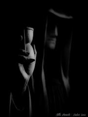 The Time run... (darkangel1910) Tags: death tod sanduhr wiesbaden deutschland germany friedhof fotografie liebezurfotografie passion photography düster darkness gothic graveyard cemeteries cemetery stille momente schwarzundweis blackandwhite silent moments