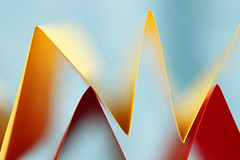 Accordéons-nous (Emmanuelle2Aime2Ailes) Tags: macromondays crinkledwrinkledfoldedorcreased macro papier foldedpaper colors 6cm