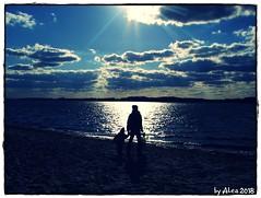 We both (Alea ♥) Tags: strand beach sonne sun wolken clouds wasser water menschen people sand spaziergang walk natur nature himmel sky licht light blau blue schatten shadow