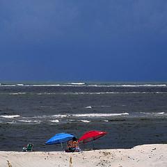 Atlantic Ocean, Tybee Island, GA, USA (pom'.) Tags: panasonicdmctz101 july 2018 america northamerica usa unitedstatesofamerica georgia savannah tybeeisland tybeeislandbeach beach red blue sea ocean atlanticocean 100 200 300 americanwayoflife