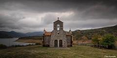 Ermita de Quintanilla (Toño Escandón) Tags: ermita quintanilla riaño leon capilla iglesia embalse agua verde vegetacion valles naturaleza nubes paisaje toño escandon canon tamron