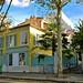 Quartier de la Mouzaïa - Une maison jaune visible rue de la Mouzaïa