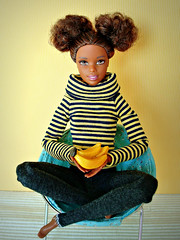 I love bananas... 🍌🍌🍌 (Deejay Bafaroy) Tags: gelb bananas bananen barbie mattel black doll puppe asha portrait porträt mtm madetomove schwarz stripes streifen striped gestreift