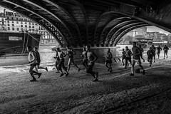 Les Hommes! (Mustafa Selcuk) Tags: monochromatic monochrome photosdesrues pontdesully parismaville leshommes jogging parisiens xt2 fujifilmfrance streetshooter streetphotographer street noiretblancphotographie noiretblanc bw bnw blackandwhite runners 2018 paris fujifilm