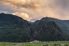 I cieli della Valtellina (cesco.pb) Tags: valtellina canon canoneos60d tamronsp1750mmf28xrdiiivcld alps alpi tramonto sunset italia italy lombardia lombardy montagna mountains