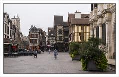 Un matin à Troyes (One morning in Troyes) (Francis =Photography=) Tags: europa europe france grandest aube champagne troyes ville rueurbainiv maison métropole hôteldevilledetroyes placealexandreisraël placemaréchalfoch