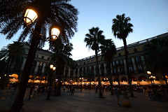 Plaza Real (moniq84) Tags: plaza real placa reial barcelona barcellona spain dark lights lamp trees backlight sky historic rambla art architecture