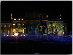 Deutsche Staatsoper Berlin (Peterspixel from Peter Althoff) Tags: alte bibliothek bebelplatz berlin festival lights kommode unter den linden juristischen fakultät der humboldtuniversität sthedwigskathedrale bischofskirche erzbistums friedrich grose leuchtet rocco forte hotel de rome behrenstrase personen gebäude himmel festivaloflights berlinleuchtet preusen prussia preussen light unterdenlinden opernhaus georgwenzeslausvonknobelsdorff knobelsdorff friedrichsii alterfritz
