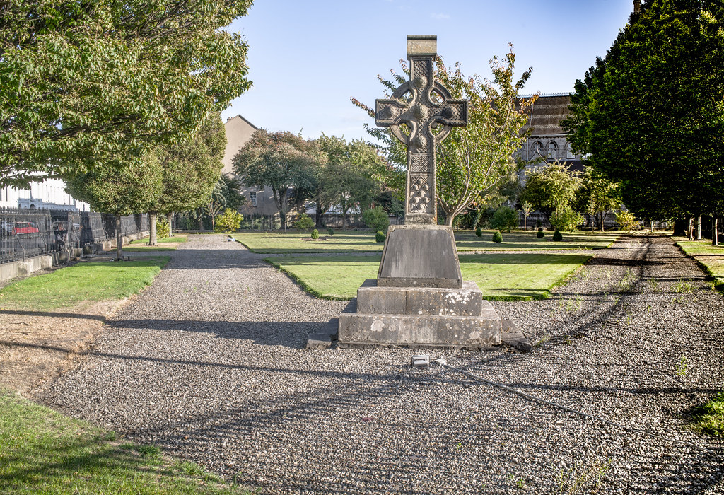 THE FOUR MASTERS MEMORIAL BY JAMES CAHILL [A CELTIC CROSS LOCATED ON SMALL PARK BESIDE THE CHURCH ON BERKELEY ROAD]-144991
