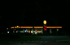 Shell (Roelie Wilms) Tags: shell fillingstation gasstation