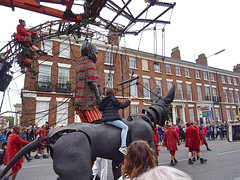 XOLO CARRIES CHILD AT CATHERINE STREET DEF DEF (CloudBuster) Tags: liverpool liverpools dream royal de luxe france nantes united kingdom culture october 2018 giant spectacular