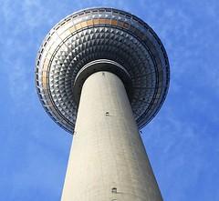 Berliner Fernsehturm (UlvargHS) Tags: berlinerfernsehturm berlin fernsehturm turm bauwerk symbol ulvarg sony 35mm hoch aussicht ausflug reise