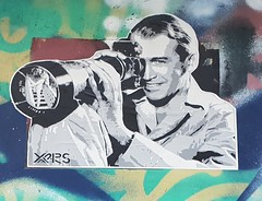 Paris 2018 (Urban Isthmus) Tags: voyeur streetart