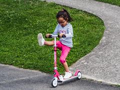 Roulettes acrobatiques (Guizmer) Tags: enfant childs child kid sport trottinette scooter olympusem10 14150 france brunoy