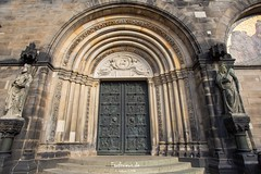Bremen Cathedral (Stefan Beckhusen) Tags: bremen hansestadtbremen cathedral dome church statues sculptures wall front religion ancient medieval stone wideangle city town citycenter door entry portal entrance