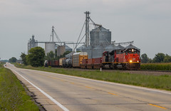 BLE 906 - Coles, Illinois. (backlitkid) Tags: emd ble906 cn freight locals illinois trains train