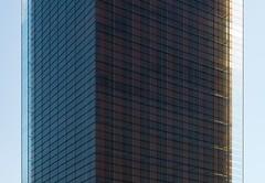 Rafael de la Hoz & Gerardo Olivares James. Perez - Llorca abogados #15 (Ximo Michavila) Tags: rafaeldelahoz gerardoolivaresjames perezllorca abogados lawyers madrid spain building ximomichavila architecture archdaily archiref archidose urban glass day clear sky blue street castellana city people stairs castelar abstract geometry