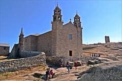 Santuario de la Virgen de la Barca - Muxía - A Coruña (Luisa Gila Merino) Tags: iglesia personas torres ventanas monumento galicia costadelamuerte costadeamorte