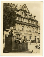 . (Kaïopai°) Tags: braunschweig brunswick vintage früher damals geschichte fachwerk fachwerkhaus brunnen mummehaus platz eulenspiegelbrunnen history historie