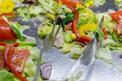 Gemischter grüner Salat mit Tomaten, Paprika und Zwiebeln (verchmarco) Tags: salad salat food lebensmittel lettuce grünersalat vegetable gemüse meal mahlzeit dinner abendessen lunch mittagessen appetizer vorspeise healthy gesund diet diät plate teller delicious köstlich cuisine kochen dish gericht tomato tomate epicure feinschmecker refreshment erfrischung closeup nahansicht restaurant nutrition ernährung golden bfood pier españa bench ontario aircraft tamron nikkor spain