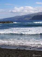 Mar, Tenerife (Sandra Nistal) Tags: paisaje naturaleza nature landscape mar oceano atlántico ocean sea playa beach montaña mountain olas océano arena nubes tenerife islas canarias