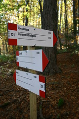 IMG_1085 (Cristian Marchi) Tags: appennino foliage autunno autumn hike hiking montagna mountains cai cartello sign