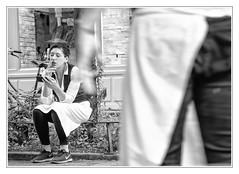 Short break (sdc_foto) Tags: sdcfoto street streetphotography summer bw blackandwhite pentax people k1 woman cigarette smartphone sitting paris france