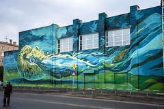 А Вы бы продолжали пользоваться пешеходным переходом, если бы на другой стороне Вас ждал гигантский головоногий моллюск? ;-) (BogKY) Tags: 2018 омск omsk westernsiberia сентябрь september осень autumn bogky sonyalpha7r2ilce7rm2ff sel1635z rawconvertsoft resizesoft город city граффити graffiti наутилус nautilus моллюск clam улипподромная досуговыйцентрсовременник