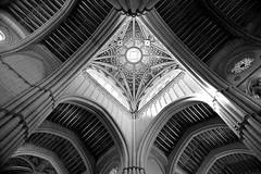 Miradas al cielo (Osruha) Tags: catedraldelaalmudena madrid españa espanya spain arquitectura architecture catedral cathedral blancoynegro blancinegre blackandwhite bw bn nikon nikonistas d750 nikond750