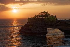Tanah lot (** [ Im@ges in L ]) Tags: temple mer sea seascape sun sunset coucherdesoleil orange paysage océan rocher bali indonésie hindouisme canon 70d voyage