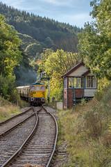 33102_Glyndfyrdwy_29_09_18 (chrisbe71) Tags: 33102 d6513 brcw compton br sophie glyndfyrdwy 331 sulzer class33 type3 brcwtype3 birminghamrailwaycarriageandwagoncompany britishrail brblue churnetvalleyrailway northstaffordshirerailwaycompany signalbox barmouthsouthsignalbox llangollenrailway llangollenrailwaydieselgala2018
