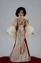 2018 Snow White Disney Designer Collection Premiere Series Doll - Limited Edition - Disney Store Purchase - Deboxing - Rear Plastic Support Removed (drj1828) Tags: disneystore disneydesignercollection premiereseries 2018 snowwhite snowwhiteandthesevendwarfs purchase 1112inch doll limitededition le4100 deboxing