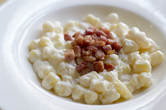 Bryndzove halusky (Luca Nebuloni) Tags: halusky cibo food mangiaconme gnocchetti slovacchia slovakia