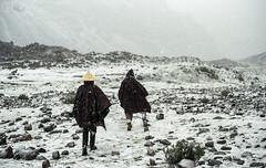 Tomar fôlego (Tuane Eggers) Tags: fôlego ar respiro respirar andar caminhar neve montanha ausangate 35mm film tuaneeggers