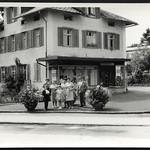 Archiv R427 Familienfoto, 1950er thumbnail