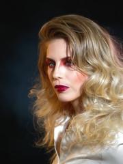 Glamorous (Elenovela) Tags: porträt portrait girl woman studio photokina photokinacologne2018 olympusomdem1mkii olympus75mmf18 elenovela karstenmüller
