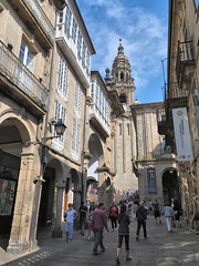 M2067198 E-M1ii 13mm iso400 f5.6 1_1600s 0.3 (Mel Stephens) Tags: galicia holiday santiago de compostela 20180906 201809 2018 q3 3x4 tall olympus mzuiko mft microfourthirds m43 714mm pro omd em1ii ii mirrorless structure street people spain best gps