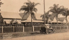 Lady Musgrave hospital in Maryborough, Qld - circa 1920 (Aussie~mobs) Tags: vintage queensland australia johnstreet maryborough ladymusgravehospital car automobile aussiemobs