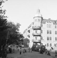 Linnéstaden (rotabaga) Tags: sverige sweden svartvitt göteborg gothenburg blackandwhite bw bwfp mediumformat mellanformat 120 6x6 fomapan lomo lomography lubitel166 twinlens diy