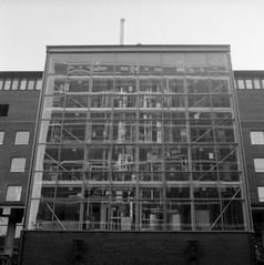 Chalmers (rotabaga) Tags: sverige sweden svartvitt göteborg gothenburg blackandwhite bw bwfp lomo lomography lubitel166 twinlens fomapan diy mediumformat mellanformat 120 6x6