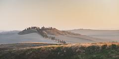 Crete Senesi (alexanderkoch) Tags: italien landscape landschaft outdoor toskana workshop photoworkshop italy tuscany hill hügel allee strasse street alley