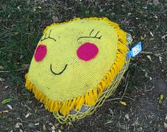 Woll-Lust IV (MKP-0508) Tags: häkeln crocheter crochet behäkeltesteine steine stones cailloux urbanart kunstimöffentlichenraum wolllust wolle wool laine rüsselsheim festung festungrüsselsheim opelvillen