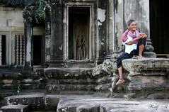 Temple Guardian (rado593) Tags: canon eos 1200d architektur antik sommer architecture antique summer canonphotography darktable gimp reise travel kambodscha cambodia ankor wat menschen people